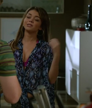 Sarah Hyland is another fucktoy that I want to destroy