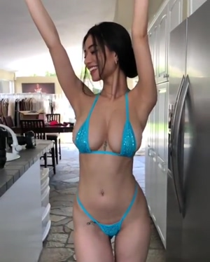 Sexy Asian Loves Bouncing Her Tits