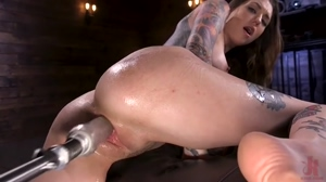 Tatted Girl Cums