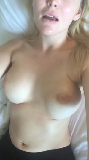 Young Sexy Snaps Big Tit