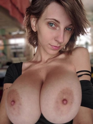 hopelesssofrantic and her growing boobs!