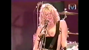 Hole's Courtney Love Takes Her Tits Out On Stage