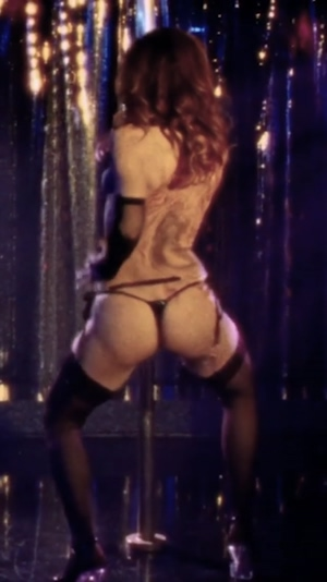 Stripper Marisa Tomei shaking her fat mommy ass