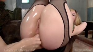 Lea Lexis swapping hand in ass