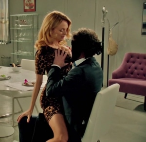 Heather Graham getting her assets groped