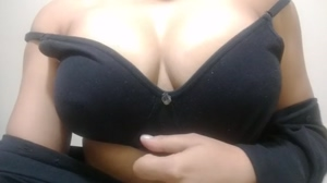 Black bra, ull boobs and a lovely reveal 🤗