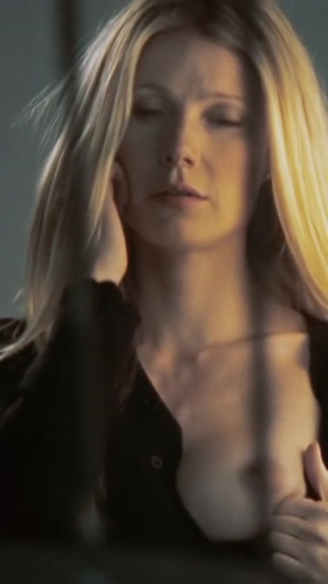 Gwyneth Paltrow pulling out her tit