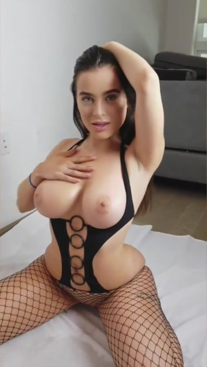 Bouncing her tits