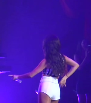Selena Gomez dancing while wearing really tight shorts! I love that ass!