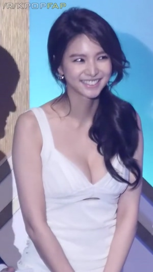 Jei's cleavage