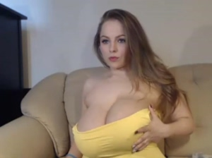 Gorgeous babes reveals her huge melons