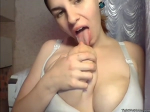 Harleyhot sucking her own milk