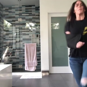 Sit back and stroke your cock while Jennifer Love Hewitt dances around for you. That milf ass in jeans is delicious.