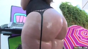Phat ass oiled up