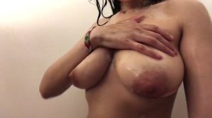 i just want these tits bouncing in this shower