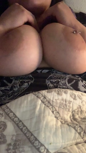 Having fun playing with my chubby tits 💕💦