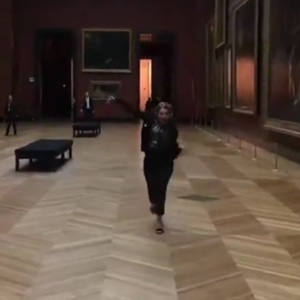 Lea Seydoux running and bouncing