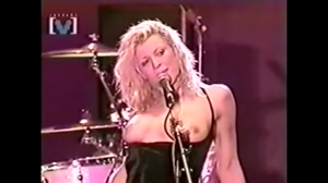Courtney Love showing her tits to thousands of fans during a concert