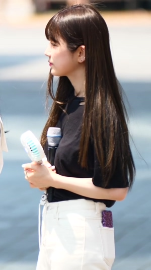 Apink - Chorong Knows How to Handle Your Microphone