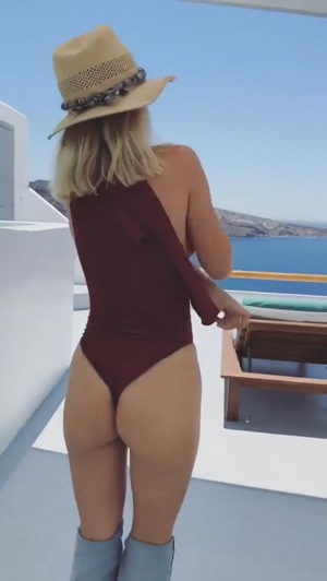 Sara Underwood stripping