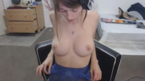 Missalice_18 Loves To Flash Her Beautiful Natural Boobs