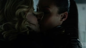 Erin Richards kissing Jessica Lucas