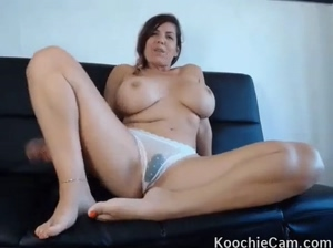 Busty amateur just keeps cumming with vibrator in her panties