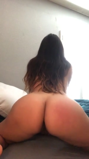 look at my ass jiggle