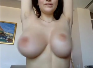 shaking her boobs