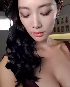 CLARA LEE - Eye Contact, Boobs, & A Great Workout Position