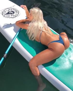 Lindsey Pelas is the perfect fuckdoll