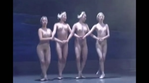 Synchronised Tits