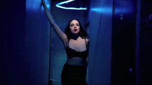 I want to see some more Liz Gillies around here