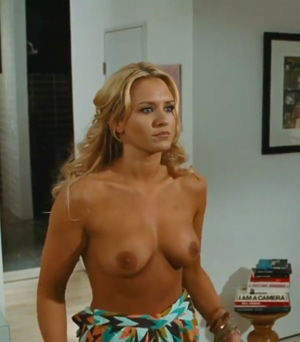 Nicky Whelan Unveiling Her Perfect Boobs In 'hall Pass'