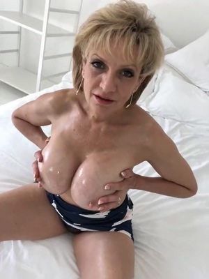 Lady Sonia oiled beauty