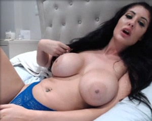 Hot big boobs horny right now